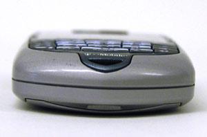 手机 rim/屏幕是16位的彩屏,用户要想驾驭它就必须先得习惯它的窄小键盘...