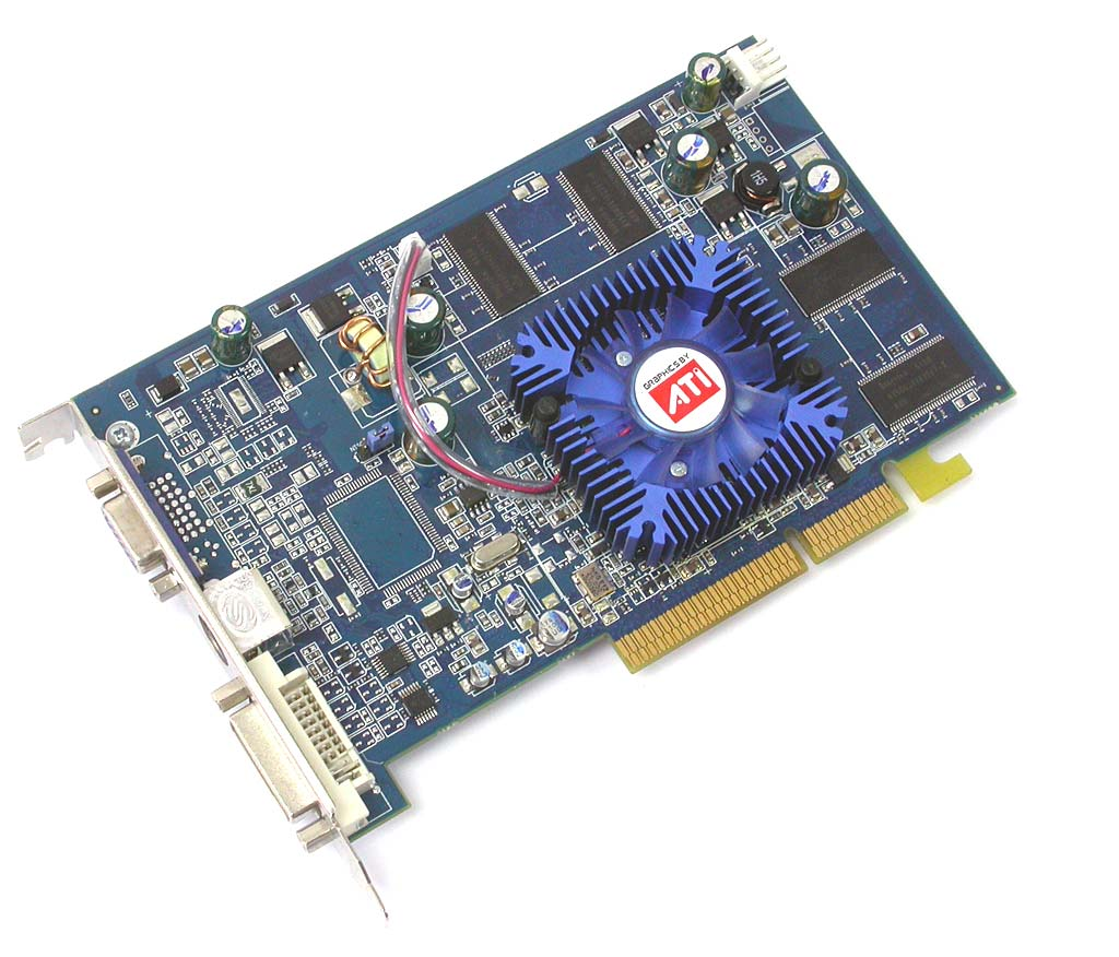 蓝宝Radeon X700SE正面(点击放大)   我们收到的是来自蓝宝科技的一款Radeon X700SE工程样品,从图中可以看到,这是一款基于传统AGP8X总线的产品,它仍然使用了蓝宝一贯的蓝色PCB,只是在长度上要比Radeon X700标准版明显短上一截。蓝宝Radeon X700SE的核心工作频率为400MHz,与标准版的X700完全相同;而换为TSOP封装的GDDR1显存颗粒后,这款显卡的显存频率被设定在了500MHz的水平上,较标准版700MHz的频率降低了200MHz。  蓝宝Radeo
